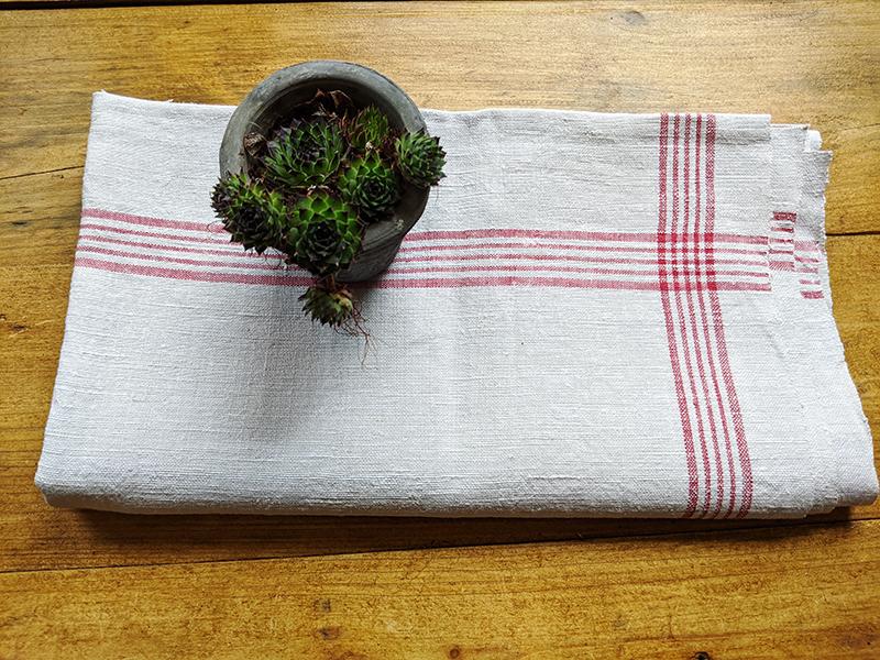 Nr. 10 Baumwolltuch mit roten Streifen