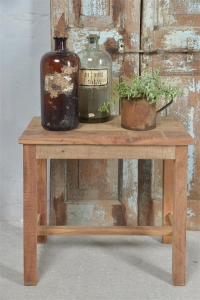 Hocker aus Recycling-Holz